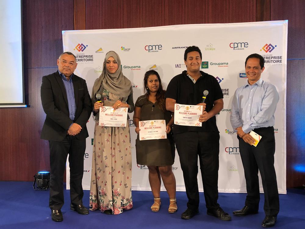 Prix pour la meilleure plaidoirie l'équipe gagnante. © Photo Mémento